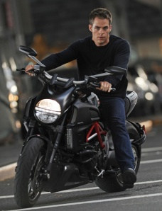 chris-pine-jack-ryan-moto